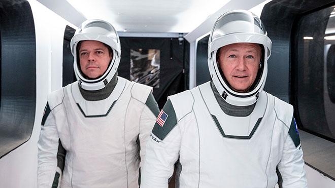 SpaceX'ten yeni nesil astronot kıyafetlerini tanıtan video [İzle]